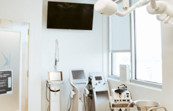 Kalos Hair Transplant, LLC treatment room equipped with the latest technology.